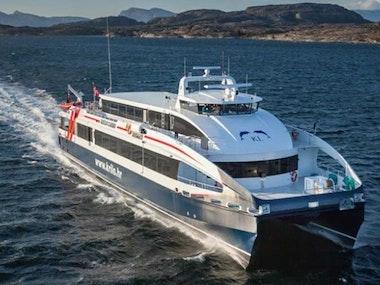 Public Catamaran Transfer via minivan from/ to Airport in Hvar