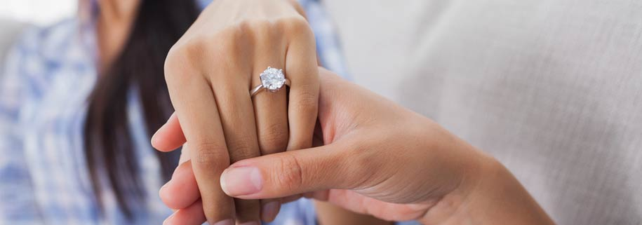 How To Choose The Engagement Ring – From A Woman's Perspective!